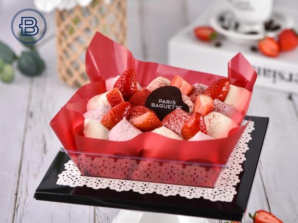 一口幸福草莓慕斯蛋糕