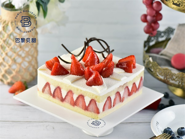 草莓提拉米苏蛋糕