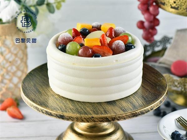 水果篮子鲜奶油蛋糕