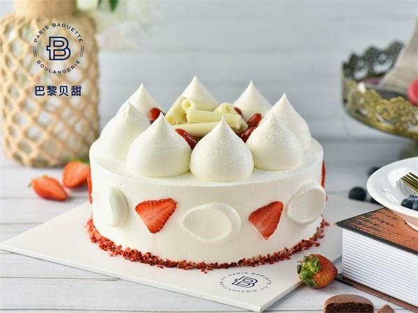 草莓云朵蛋糕