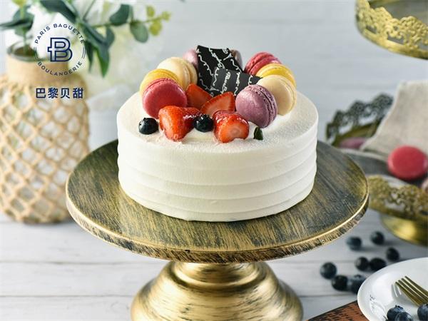 莓满马卡龙蛋糕